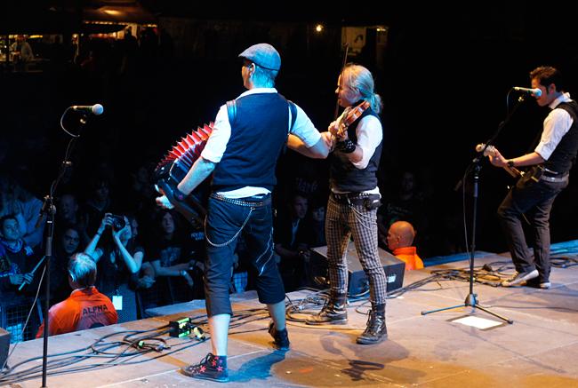 fiddlers_green_-_bretinga_festival_2011_5_20110806_1349938978
