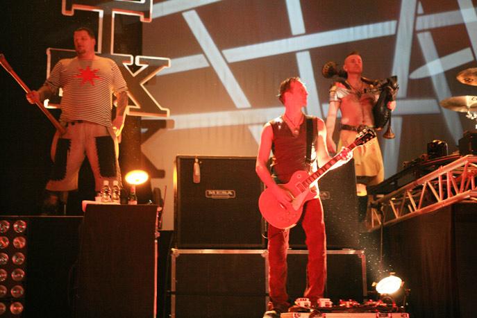 in_extremo_auf_der_sterneneisen_tour_2011_im_zenith_muenchen_2_20110414_1144475958