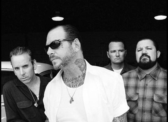 Social Distortion Band Mitglieder: Mike Ness, Jonny Wickersham, Brent Harding, David Hidalgo