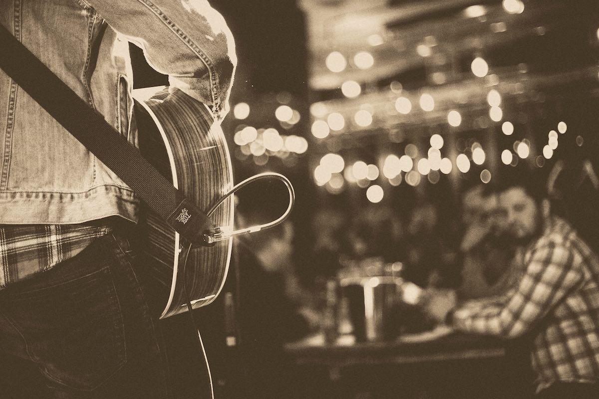 Traumberuf Musiker – Kann man mit Musik Geld verdienen? Foto von Timothy Barlin - Unsplash