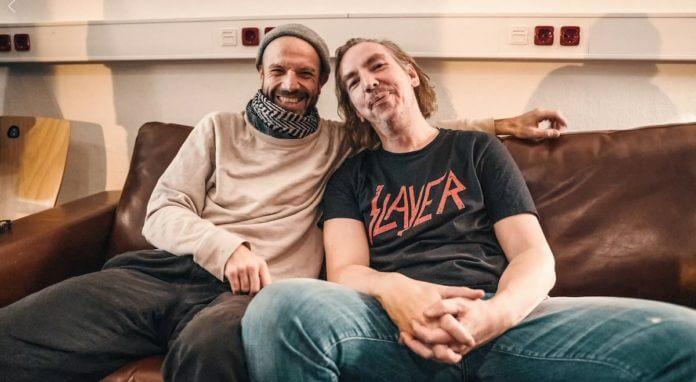 Trifft Olli Schulz auf Jan Plewka in einer Bar…
